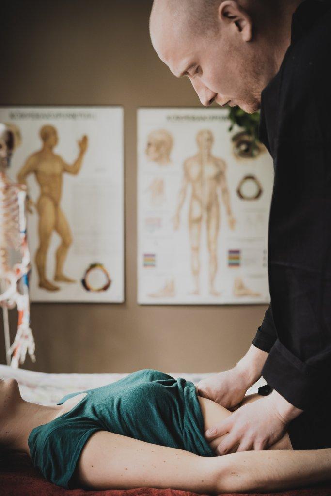 Viszeral Therapie Bauchmassagen